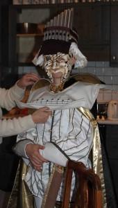 Essayage du costume de Mouflet.