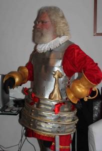 Essayage du costume Duc de Nayme avec armure et poignées.
