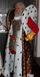 Essayage du costume du Duc de Nayme avec le manteau.